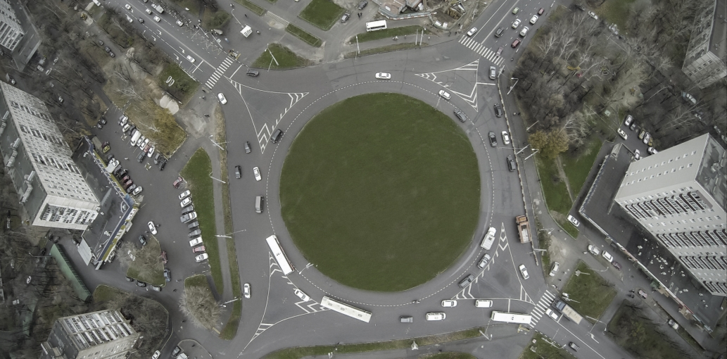 Tethered UAV offer new possibilities to traffic monitoring. Roundabout.