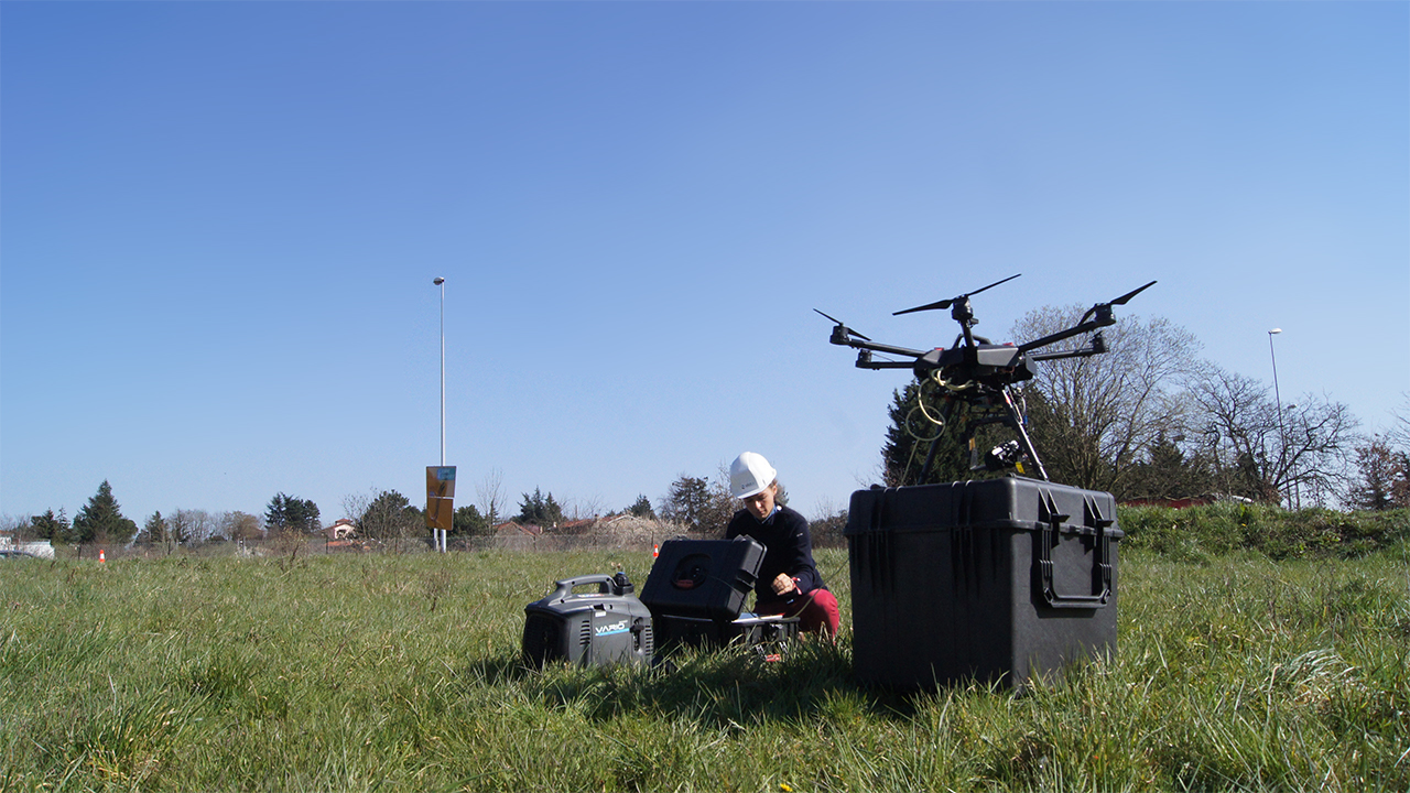Tethered drone and Elistair Safe-T station for monitoring the roundabout